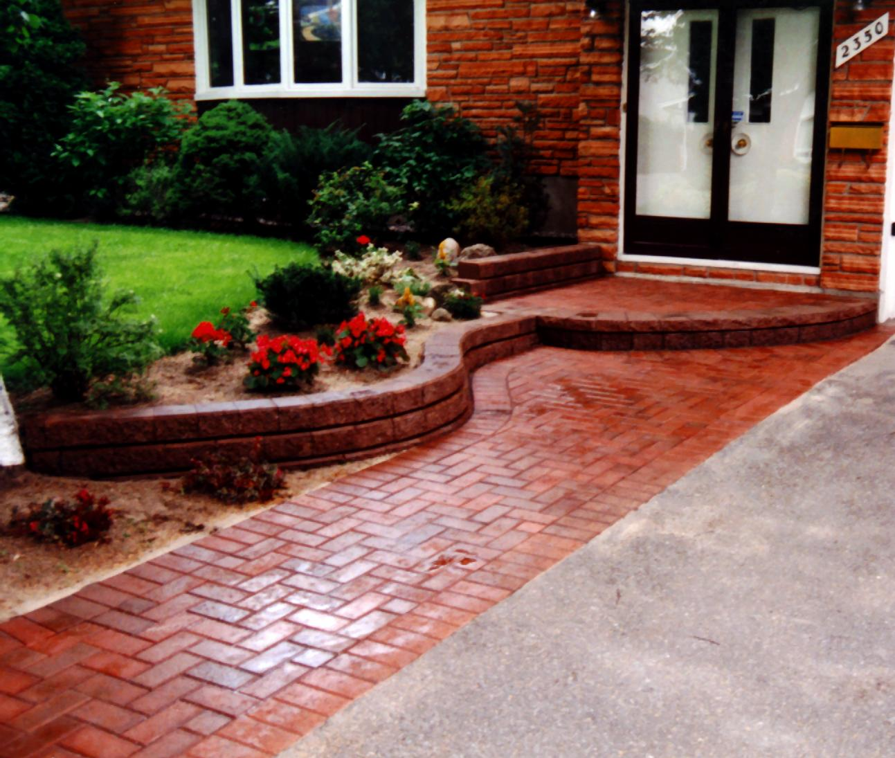 PisaII step with Gardenstone wall entrance